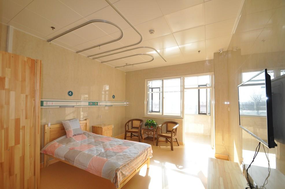 宽敞明亮的房间