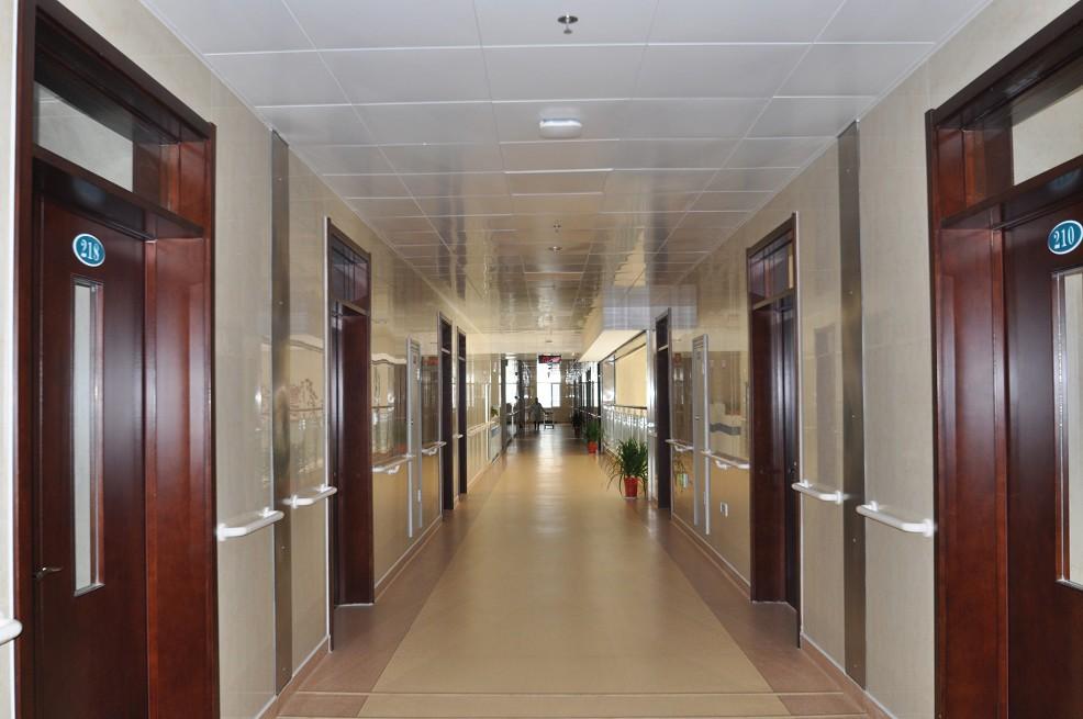 宽敞的走廊
